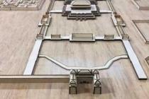 大学生制作建筑模型参赛唤起人们对民族建筑关注