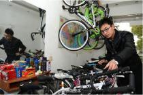"""90后在校大学生张少、梁鹏、焦爱芬合伙创业,创建""""自由人""""自行车行"""